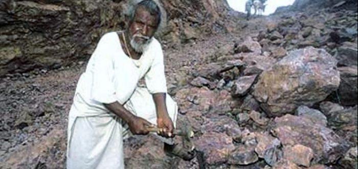 DAshrath Manjhi, de man die de berg uithakte